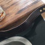 Eiken snijplank met lederen band - Producten - Rewoody